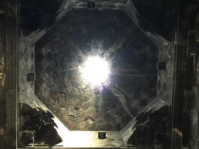 Cúpula octogonal de Hayravank (Lago Sevan, Armenia)