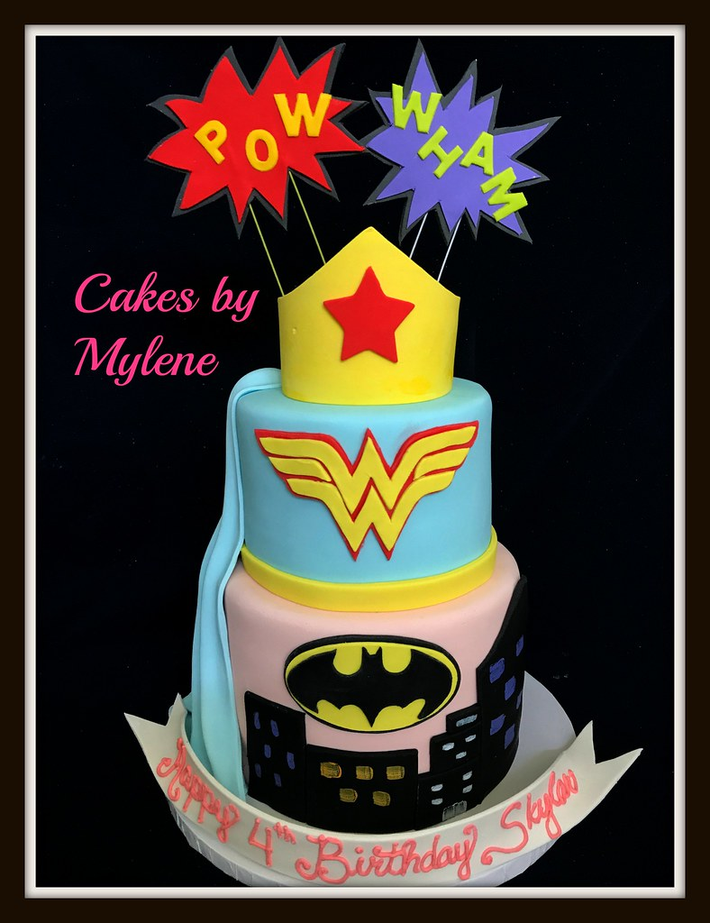 Wonderwoman And Batgirl Decorations Are All Made Of Sugar Flickr