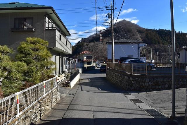 高川山登山口から大月駅へ