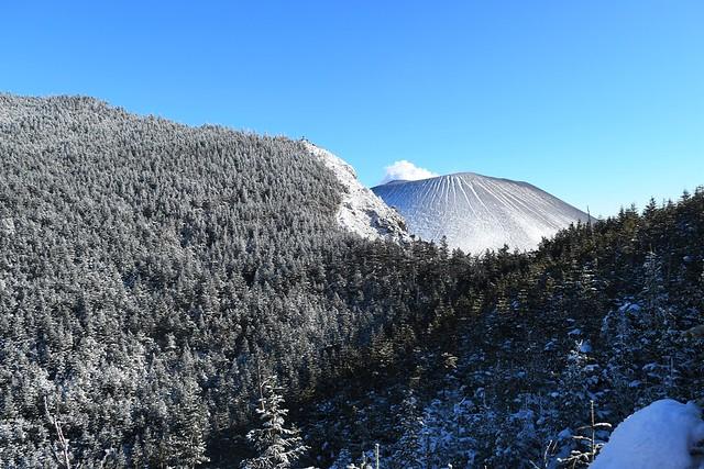 黒斑山 稜線の奥から顔を出す浅間山