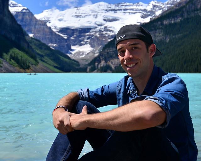 Junto al lago Louise, un sitio imprescindible que visitar en Canadá