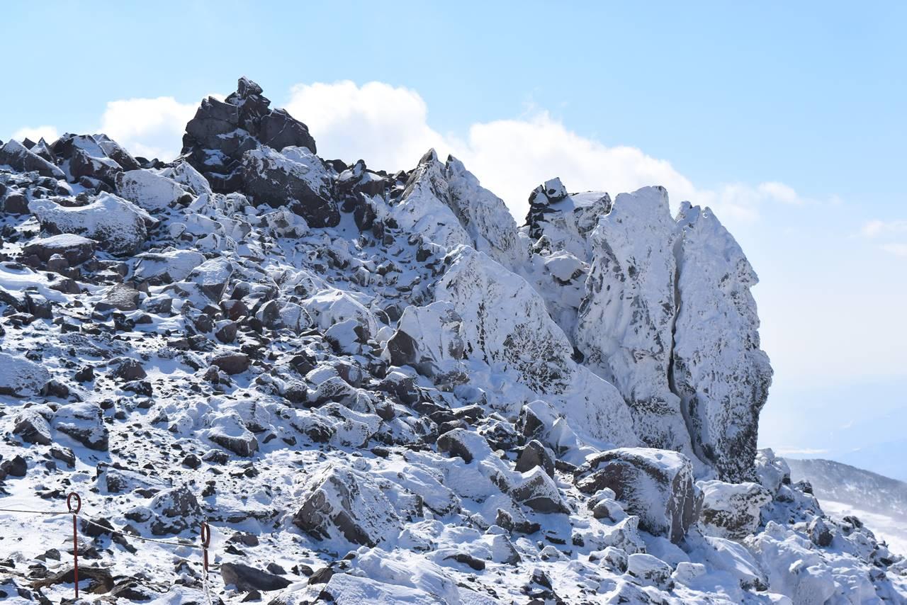 冬の那須岳登山 茶臼岳の岩場