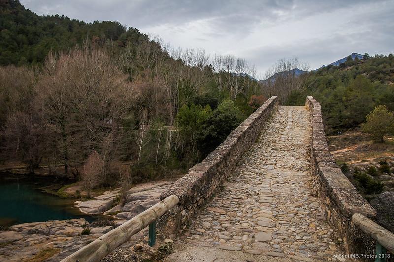 Puente de Pedret y Sierra de Queralt al fondo