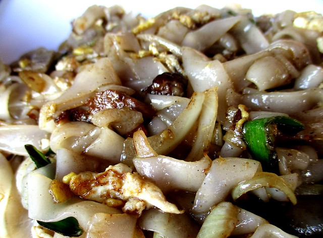 BATARAS FOOD COURT braised pork fried kway teow 1