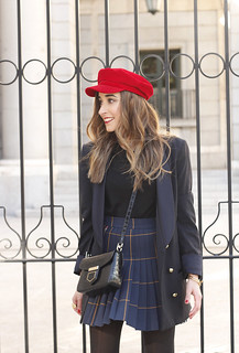 pleated skirt Scottish print Vichy print red navy cap givenchy bag winter outfit falda de tablas look invierno 201812 | by BeSugarandSpice