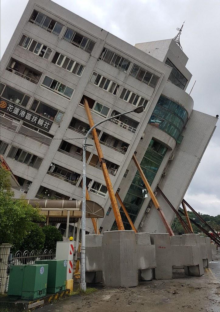 20180206地震  花蓮「雲門翠堤大樓」倒塌現場。圖片來源:內政部