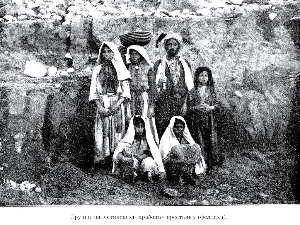 Изображение 47: Группа палестинских арабов-крестьян (феллахи).