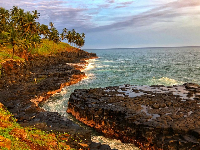 Boca do inferno en la isla de Santo Tomé (Santo Tomé y Príncipe)