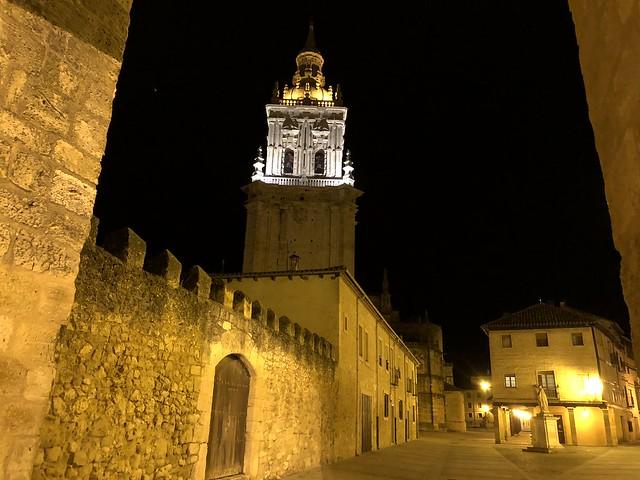 Imagen nocturna de El Burgo de Osma (Soria)