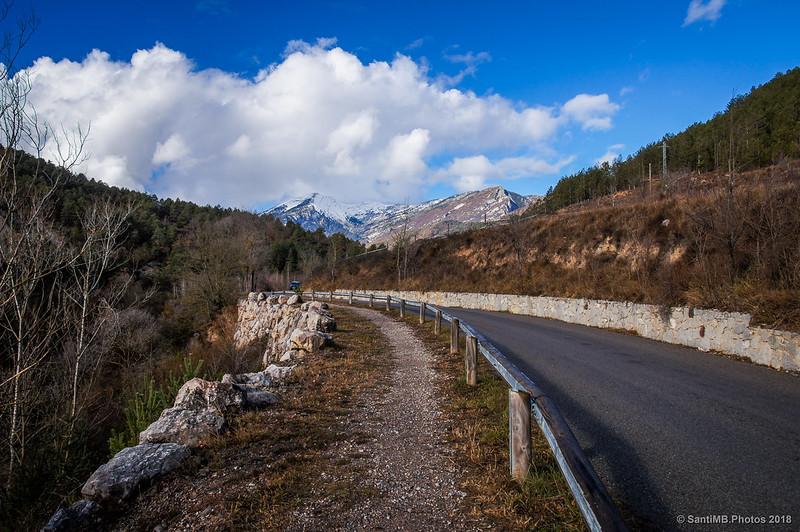 Carretera de Bagà a Gisclareny y Serra del Cadí
