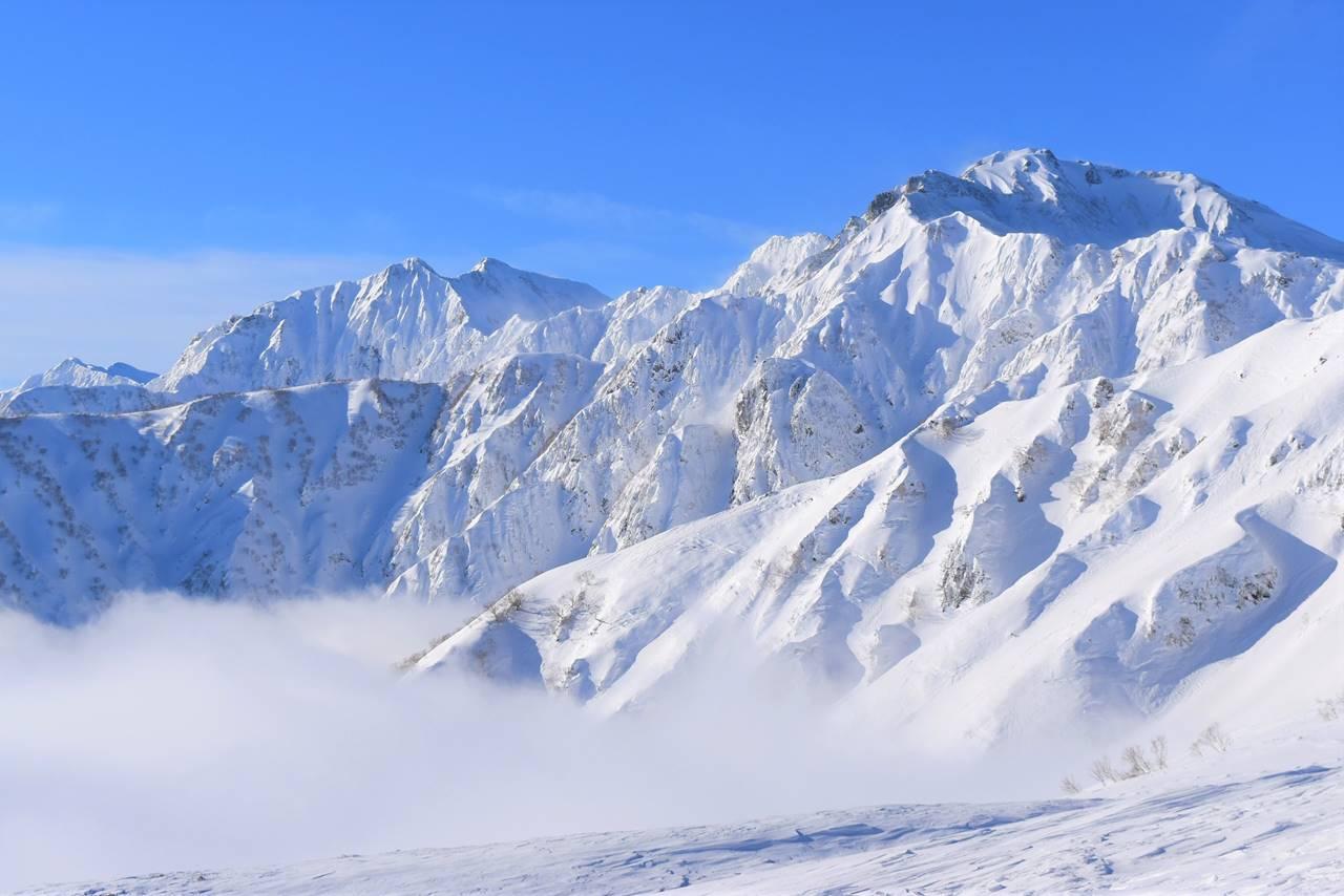 雪の五竜岳と鹿島槍ヶ岳