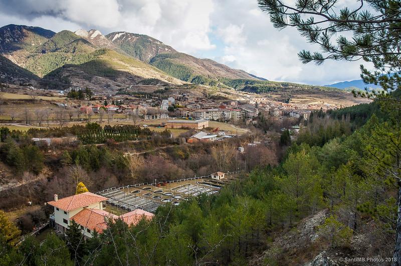 Bagà y la piscifactoría desde la Vía del Nicolau