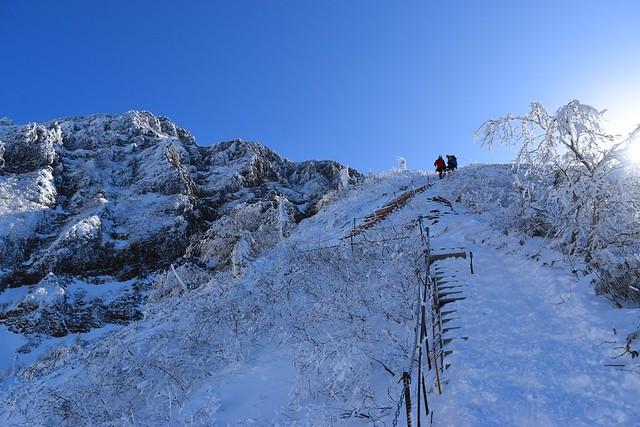 雪の文三郎尾根登山道