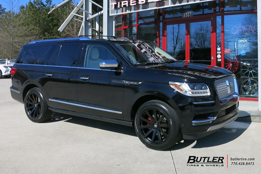 2018 Lincoln Navigator with 22in Black Rhino Traverse Whee ...