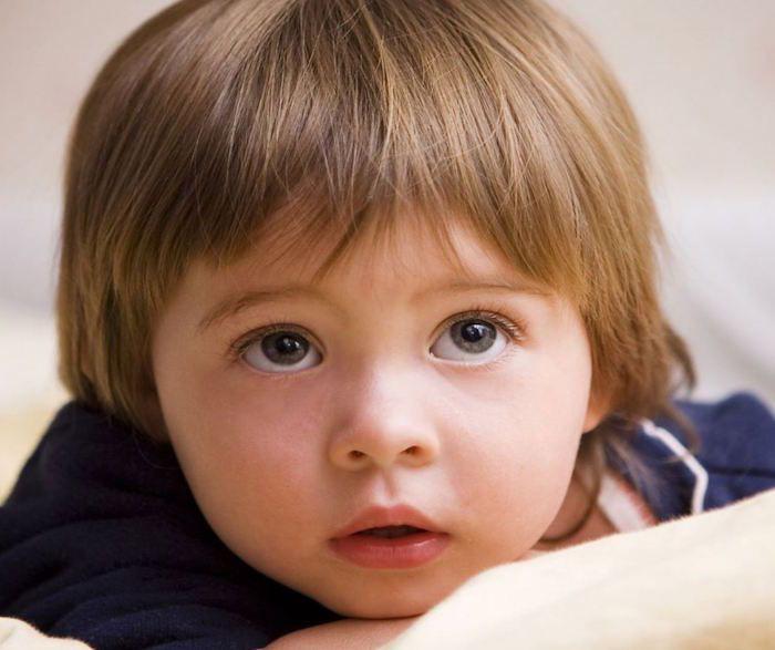 id e coiffure coiffure bebe petit gar on coupe au bol en. Black Bedroom Furniture Sets. Home Design Ideas