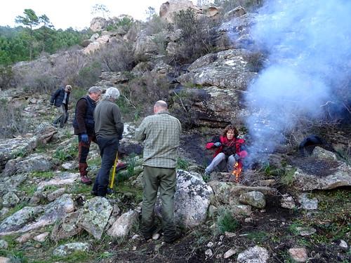 Dans la montée de Cinaghja : allumage du feu à la sapara