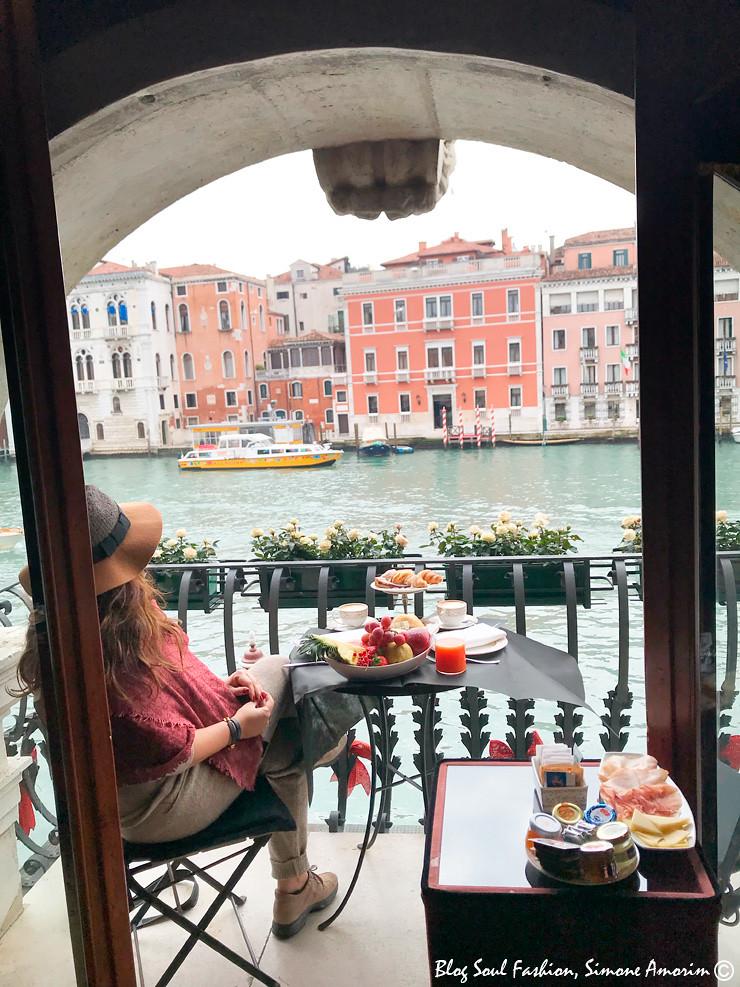 Que tal tomar café da manhã em Veneza com essa vista?!