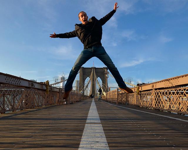 Dando un salto sobre el Puente de Brooklyn, escenario de Soy Leyenda