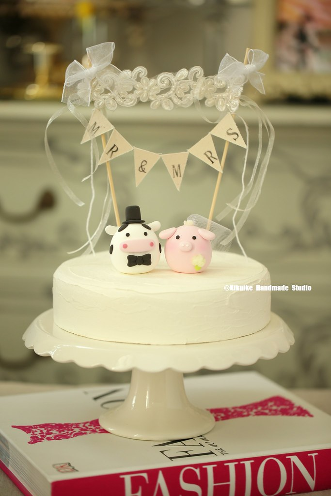 Love pig and cow MochiEgg with cake banner wedding cake to… | Flickr