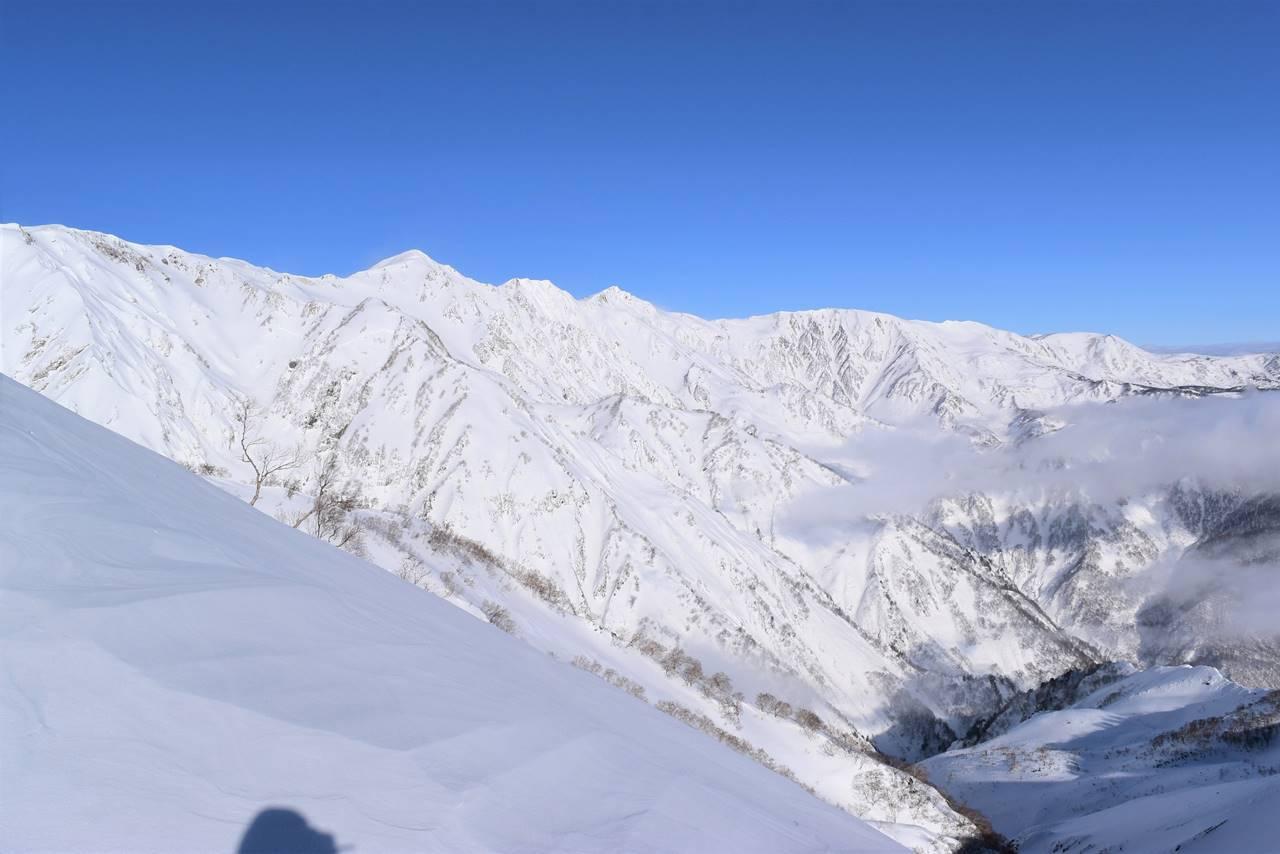 八方尾根から眺める雪の白馬三山