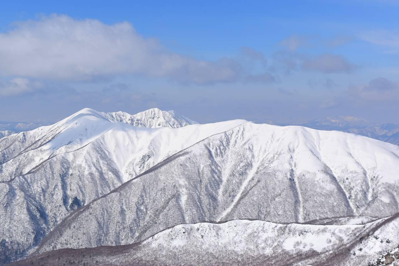 冬の裏那須・流石山~大倉山~三倉山の稜線