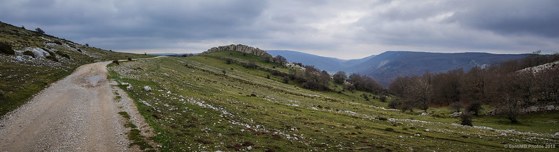 Panorámica de la Senda del Pastoreo entre las sierras de Andía y Urbasa