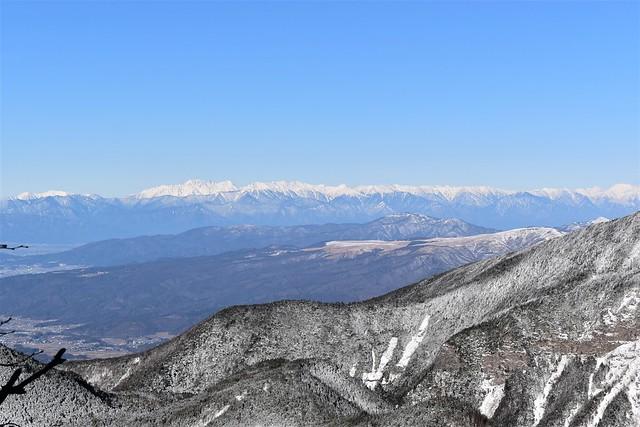 冬の八ヶ岳から眺める北アルプス
