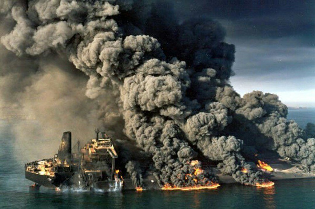 """1130 - An Iranian oil tanker """"Sanchi"""" has burst into flames and sunk, eight days after a collision with a cargo ship off the coast of China, according to state media 