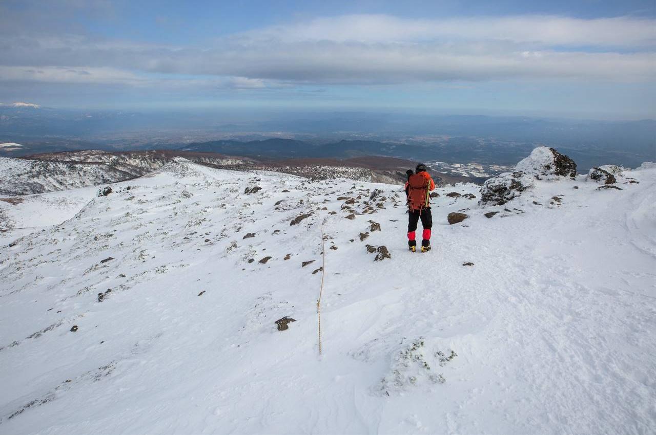 安達太良山山頂から薬師岳方面へ