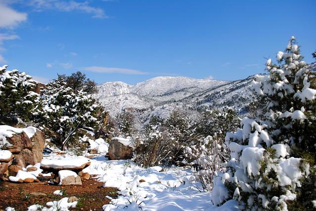 La table de spuntinu et la vallée sous la neige