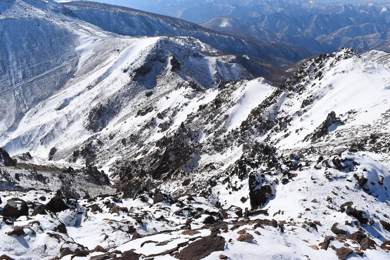 朝日岳の断崖絶壁