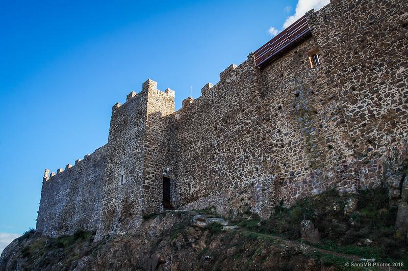 Muralla oeste del Castell de Montsoriu