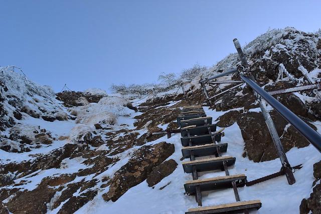 冬の八ヶ岳登山 地蔵尾根の階段