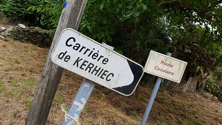 Carrière de KERHIEC and Route Circulaire signs | by hugovk