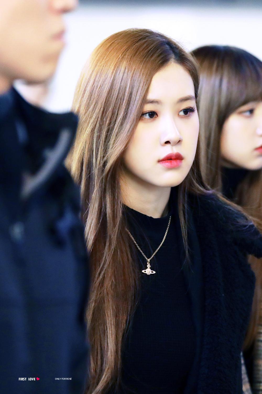 Pin oleh Jugu di Rose Blackpink Airport Style Kim