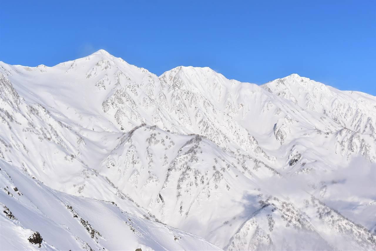 八方尾根から眺める冬の白馬三山