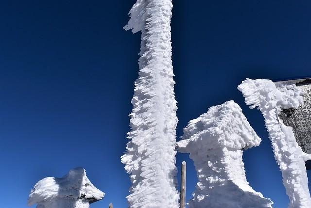 冬の赤岳山頂のえびの尻尾