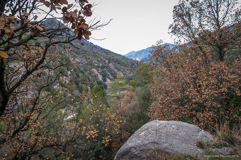 La presa de La Baells desde el sendero de Sant Quirze de Pedret