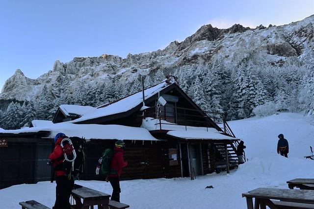 冬の行者小屋