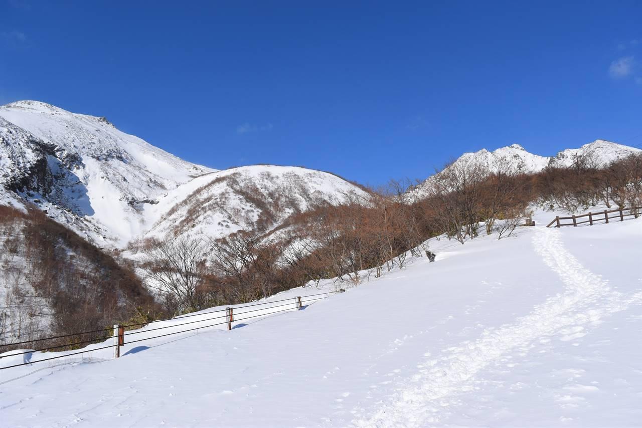 那須ロープウェイからの茶臼岳と朝日岳