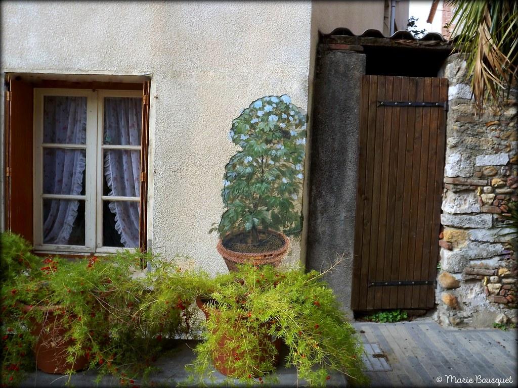 Trompe L Oeil Maison maison avec plantes en pot et en trompe-l'oeil   marie bousquet   flickr