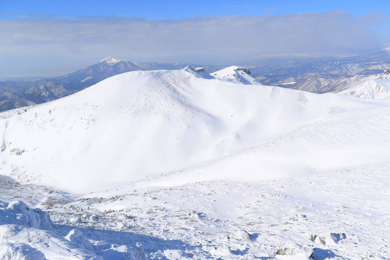 安達太良山からの雪の磐梯山
