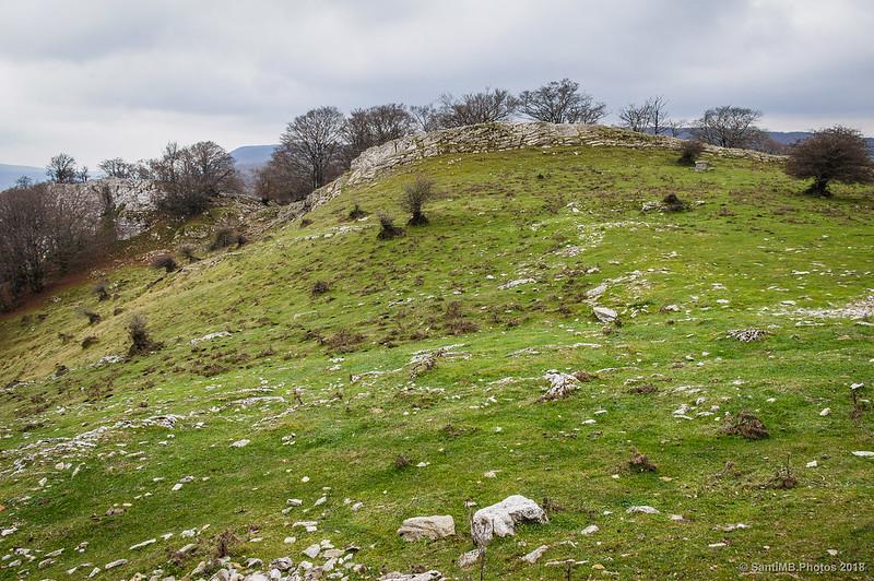 Ara de Sant Adrián de Lizarraga visto desde la puerta de la ermita