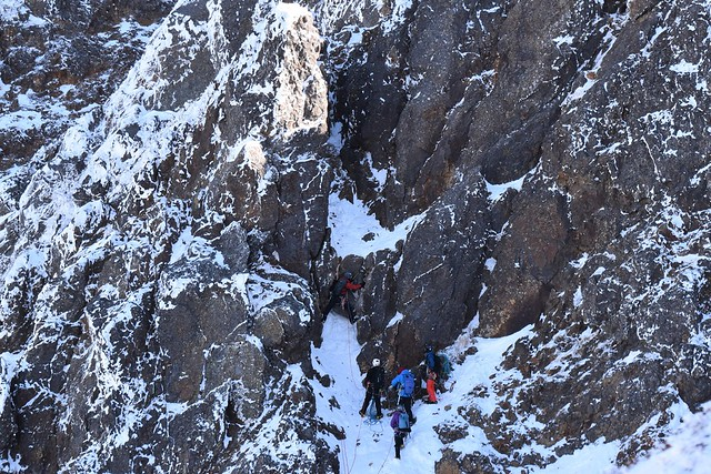 冬の八ヶ岳に挑むクライマー