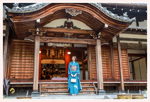 成人式写真の前撮り ご自宅へ出張撮影(愛知県尾張旭市)着物で家族と一緒にお寺でのロケーション撮影 フォトスタジオ・写真館とは違う!