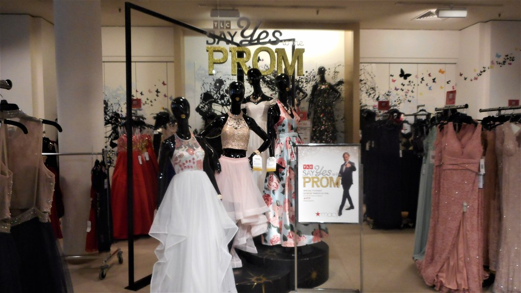 Cute Shop Display With Tlc Say Yes To Prom Dress At Macys Flickr
