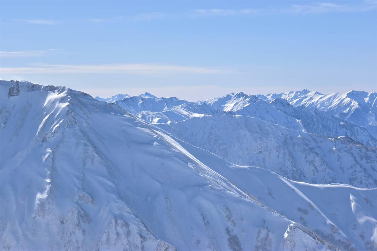 冬の唐松岳から眺める北アルプス・槍ヶ岳
