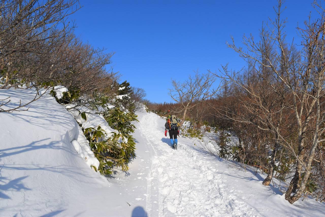 冬の安達太良山 雪の登山道
