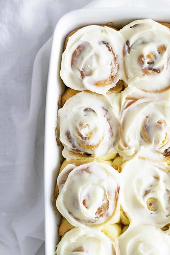 Overnight Cinnamon Rolls | girlversusdough.com @girlversusdough | by girlversusdough