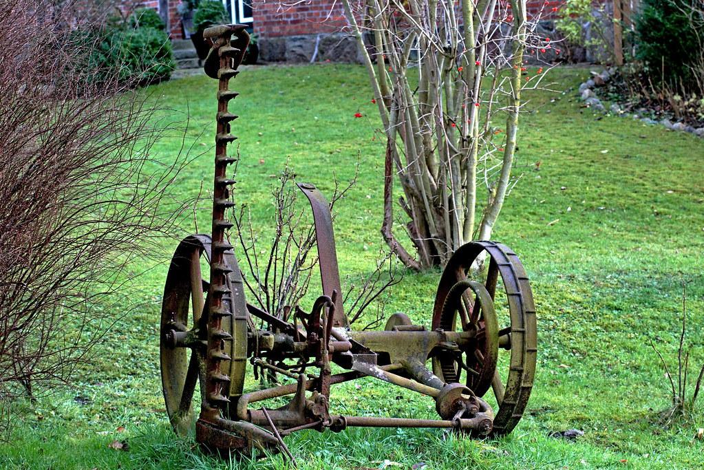 Gartendekoration Ein Vom Pferd Gezogenes Altes Mahwerk Mo Flickr